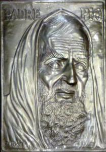 Padre Pio e la sua leggenda – Dino editore