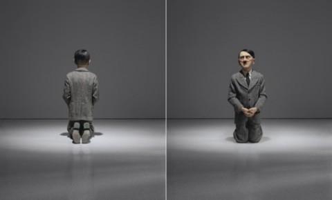 Hitler inginocchiato