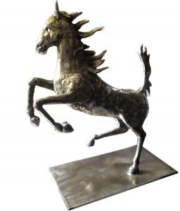 Helidon Xhixha – Cavallo rampante