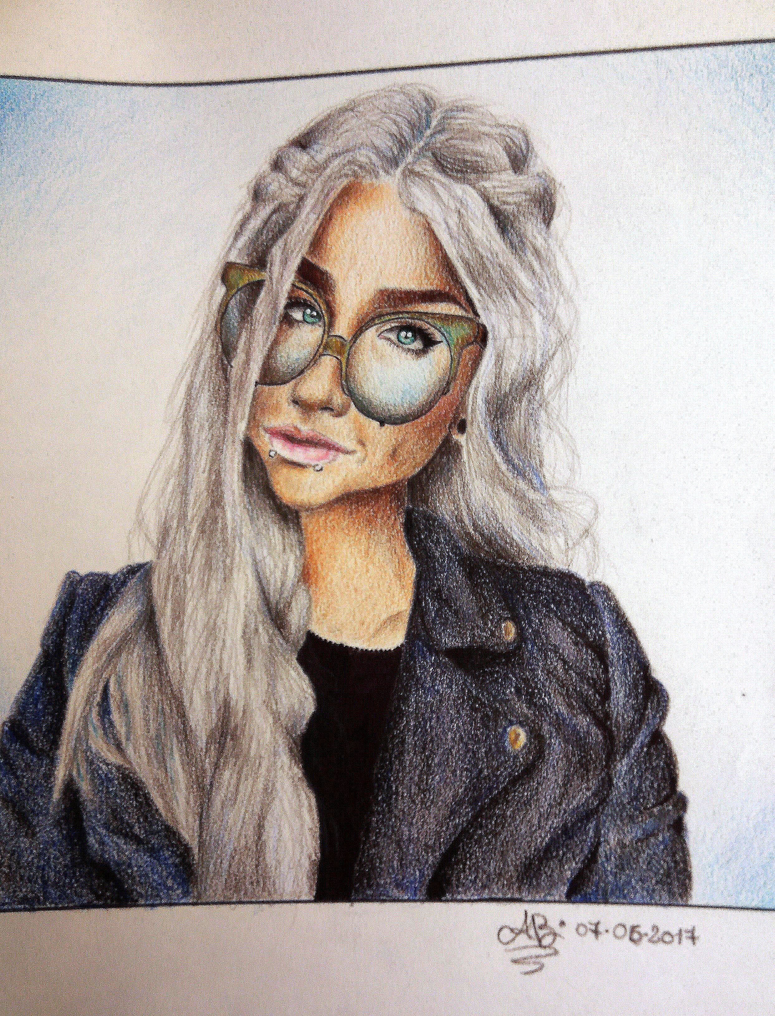 Angelica Buzi – La ragazza con gli occhiali